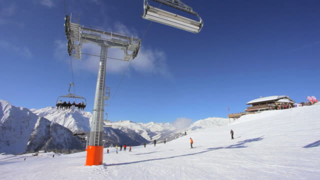 stockvideo's en b-roll-footage met ski slope - zonnig
