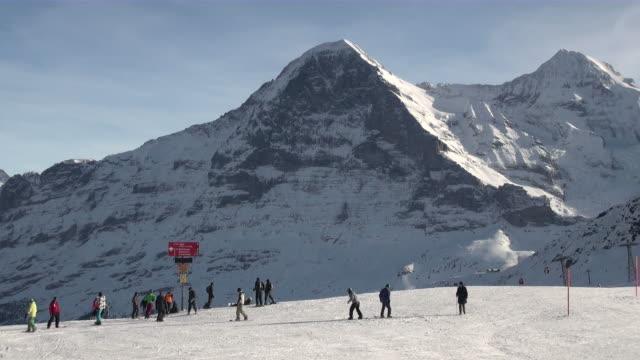 ws skier at mannlichen / grindelwald, bernese oberland, switzerland - ski clothing stock videos and b-roll footage