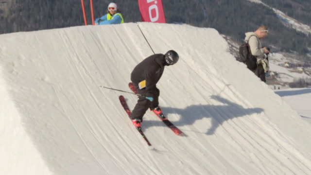 a skier doing a jumping trick on skis in the winter at a ski resort. - slow motion - rückwärts fahren stock-videos und b-roll-filmmaterial