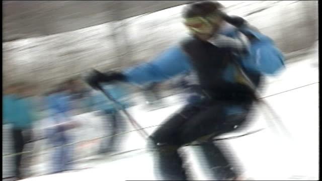 skier in mogul championship skiing in killington, vermont - freistil skifahren stock-videos und b-roll-filmmaterial