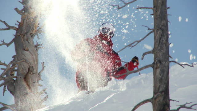 ms slo mo skier kicking snow into air / alta, snowbird, utah, usa - ユタ州 アルタ点の映像素材/bロール