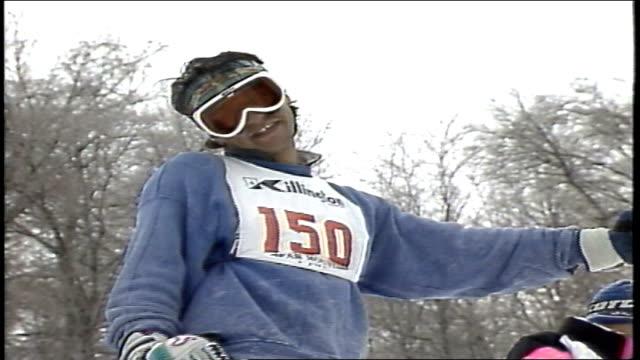 skier preparing to go down hill then going down hill in killington, vermont - freistil skifahren stock-videos und b-roll-filmmaterial