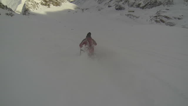 pov of skier skiing on snow covered mountain. - ゲレンデ点の映像素材/bロール