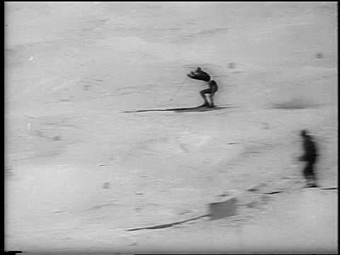 b/w 1962 skier wiping out on slope in slalom competition / chamonix france / newsreel - falla av bildbanksvideor och videomaterial från bakom kulisserna