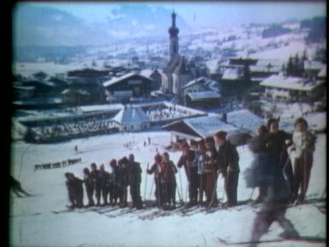 skiers glide down a snow covered hill - music or celebrities or fashion or film industry or film premiere or youth culture or novelty item or vacations stock-videos und b-roll-filmmaterial