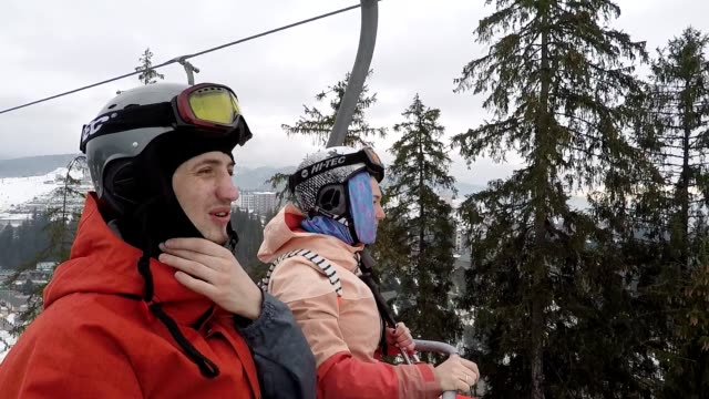 Skifahrer am Skilift.