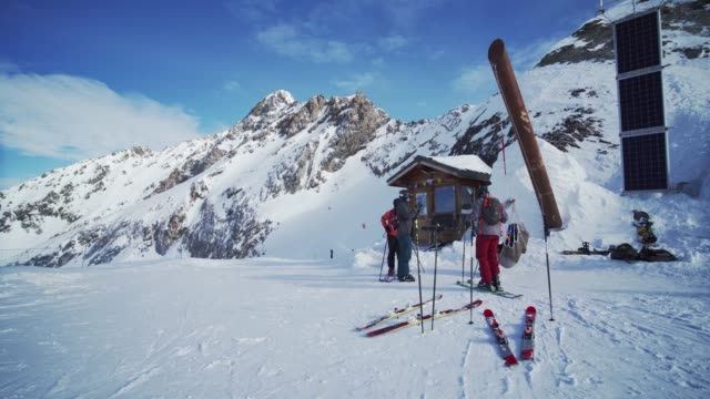 skiers relaxing at the top of la plagne ski resort, tarentaise, savoy, french alps, france, europe - deep snow stock videos & royalty-free footage