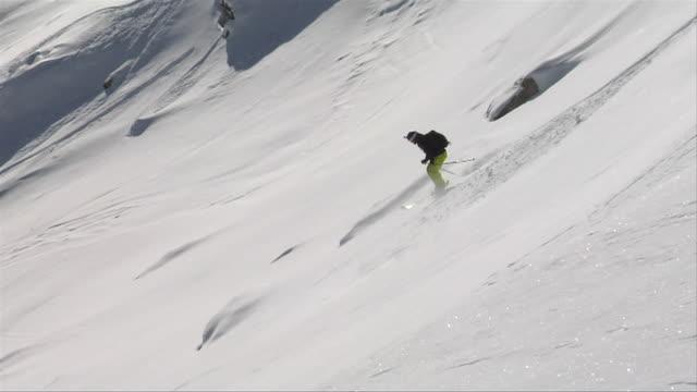 skiing in gulmarg jammu kashmir india - bastoncino da sci video stock e b–roll