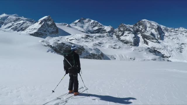 Skiing on the fresh snow in Glacier sorround by mountains