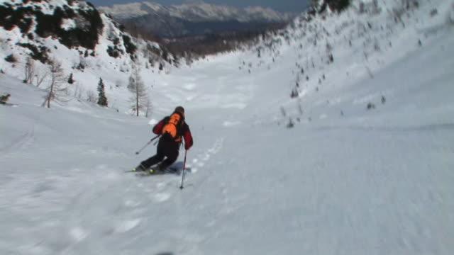 hd: punto di vista dello sciatore - bastoncino da sci video stock e b–roll