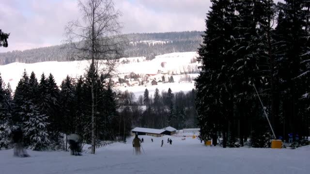 vidéos et rushes de ski resort - en individuel