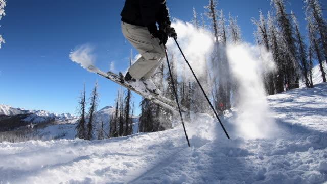 vidéos et rushes de skiing - stunt