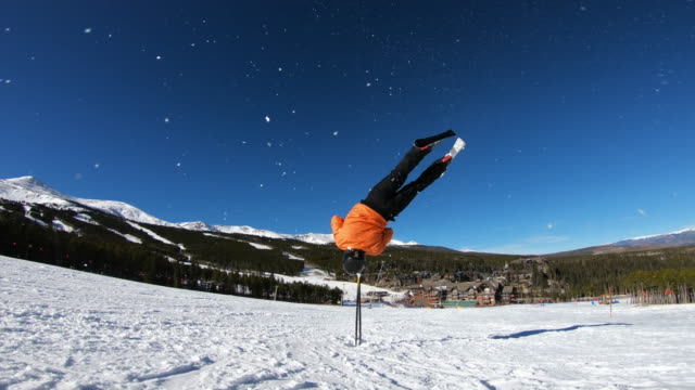 stockvideo's en b-roll-footage met skiing - acrobatiek
