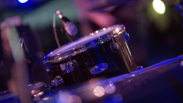 vídeos de stock e filmes b-roll de skilled drummer plays with rock band at outdoor concert - música punk
