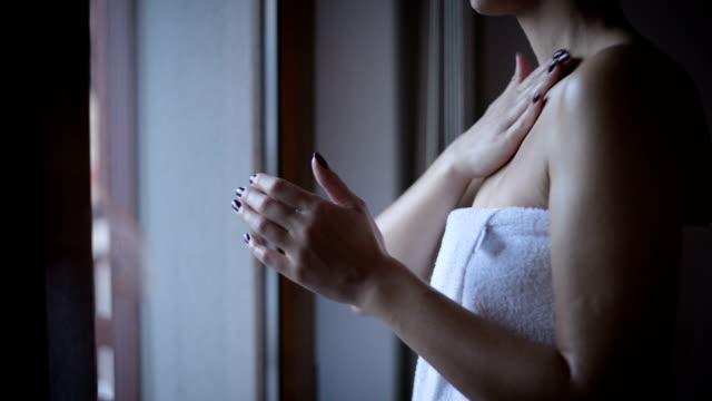 skin care  - schulter stock-videos und b-roll-filmmaterial