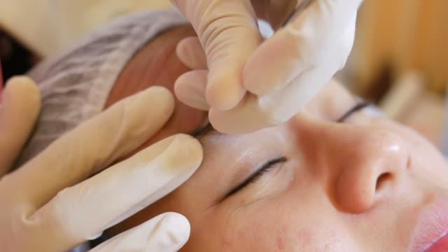 vídeos y material grabado en eventos de stock de tratamiento facial de piel - limpiador facial