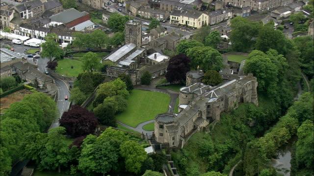 Skipton und Castle-Luftaufnahme-England, North Yorkshire, Craven Bezirk Hubschrauber beim Filmen, Antenne Video cineflex, establishing shot, Vereinigtes Königreich