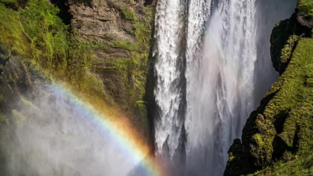 vidéos et rushes de chute d'eau de skogafoss en islande - arc en ciel