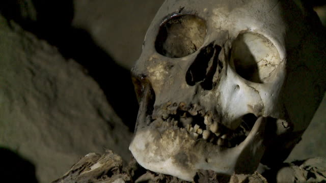 skull remains of a pre-ican man, uyuni, bolivia - buried stock videos & royalty-free footage