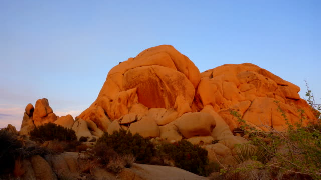 skull rock sunset time lapse in joshua tree national park - joshua tree national park stock videos & royalty-free footage