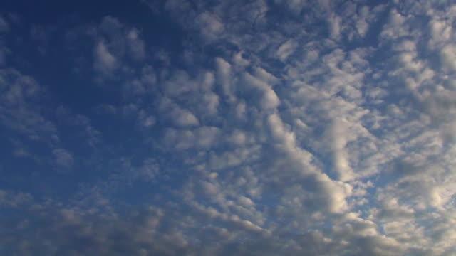 vídeos y material grabado en eventos de stock de sky and clouds in tokyo, japan - sólo cielo