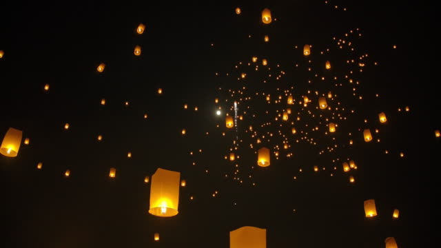 slo mo sky lantern in loi krathong traditional festival. - sky lantern stock videos & royalty-free footage