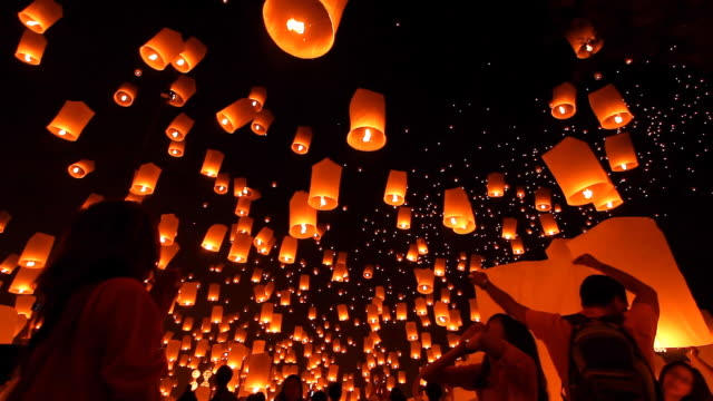 stockvideo's en b-roll-footage met sky lantern loi krathong traditional festival. - event
