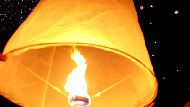 lanterna cielo rilascio - etereo video stock e b–roll