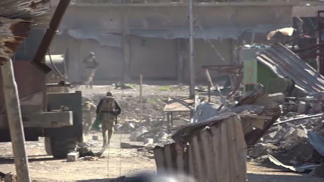 sky news has witnessed housetohouse fighting in west mosul as iraqi forces try to push islamic state out of their last stronghold in the country the... - iraq stock videos and b-roll footage
