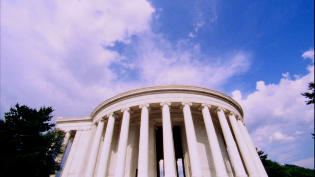 WS Sky TD WS Southside of Thomas Jefferson Memorial circular colonnade of Ionic order columns Founding Father liberty 3rd president author...