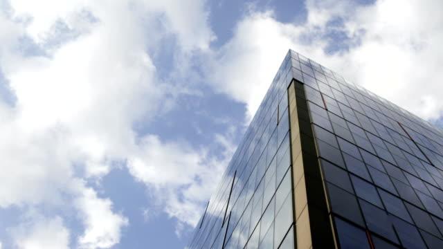 stockvideo's en b-roll-footage met skycraper - time lapse - hoofdkantoor