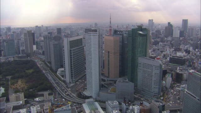 ws ds aerial skycrapes of city / tokyo, japan - tokyo japan stock videos and b-roll footage