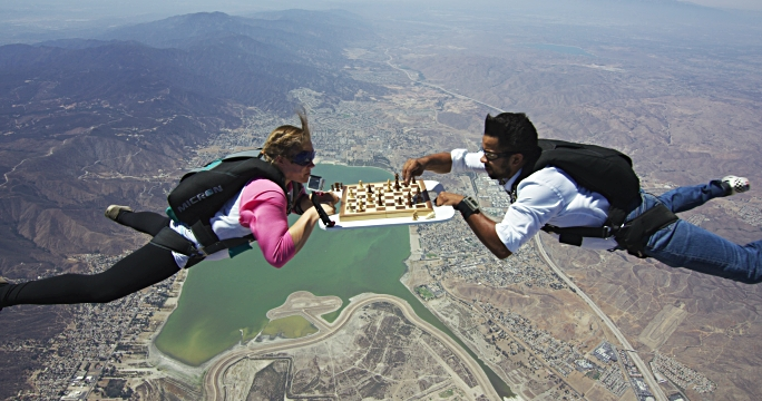 skydivers play a game of aerial chess - alles hinter sich lassen stock-videos und b-roll-filmmaterial