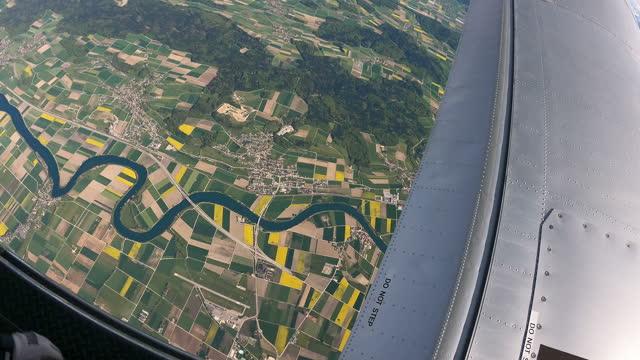stockvideo's en b-roll-footage met skydivers soar above swiss rural landscape - hoofddeksel