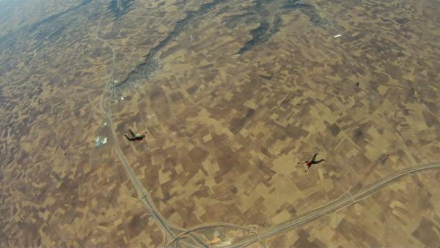 stockvideo's en b-roll-footage met skydivers - silvestre