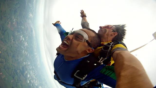 Skydiving tandem hand cam