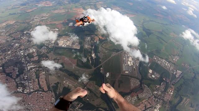 vidéos et rushes de skydiving video - caméra portable