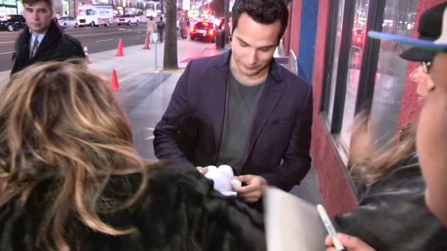 vidéos et rushes de skylar astin greets fans while departing the henry fonda theatre in hollywood, 04/13/13 - henry fonda theatre