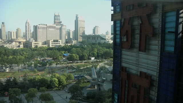 ws pov skyline and chinese sign as seen from elevator / shanghai, china - inquadratura dall'ascensore video stock e b–roll