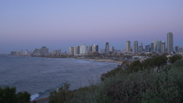 tel aviv: skyline and coastline of telaviv after sunset - tel aviv stock-videos und b-roll-filmmaterial