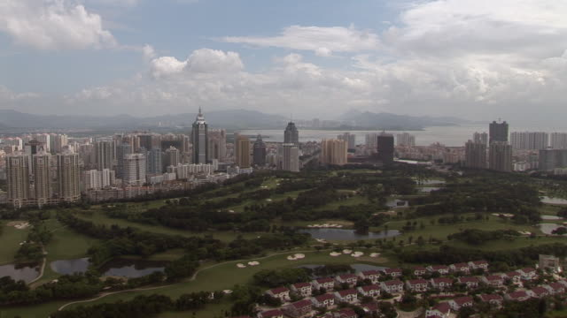 ha ws td skyline and golf course/ tu sky/ shenzhen, china - schwenk nach unten stock-videos und b-roll-filmmaterial