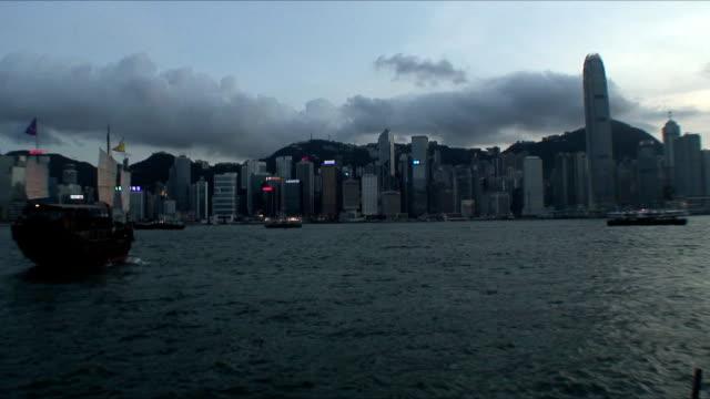 stockvideo's en b-roll-footage met ws skyline at dusk with ships on sea, hong kong, china - hong kong