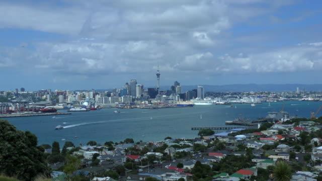 vídeos de stock e filmes b-roll de skyline - auckland, new zealand - ponto turístico internacional