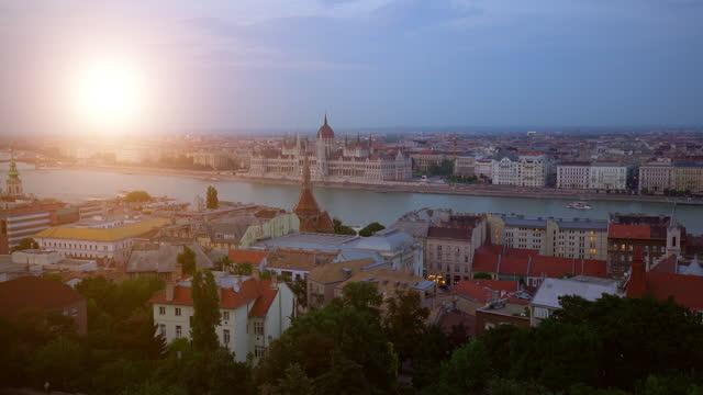 skyline budapest mit parlamentsgebäude, zeitraffer - osteuropäische kultur stock-videos und b-roll-filmmaterial