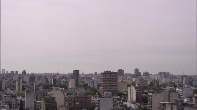 vidéos et rushes de ws pan skyline/ buenos aires, argentina - buenos aires