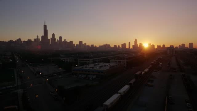 skyline chicago sunrise wide shot - wide shot stock videos & royalty-free footage