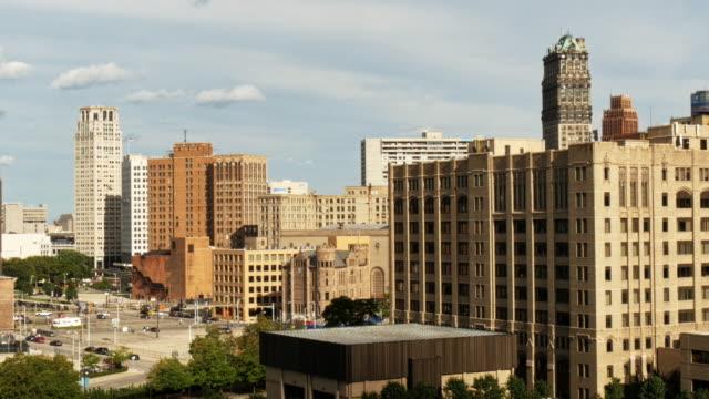 skyline downtown detroit wide shot - spoonfilm stock-videos und b-roll-filmmaterial