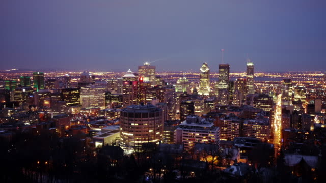 skyline downtown montreal dusk to night time lapse – wide shot - vieux montréal stock-videos und b-roll-filmmaterial