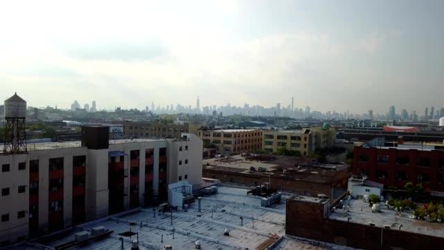 stockvideo's en b-roll-footage met nyc skyline from bushwick brooklyn - brooklyn new york