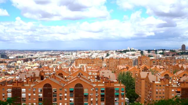 vídeos y material grabado en eventos de stock de vista de los edificios de la ciudad de madrid. - zona residencial
